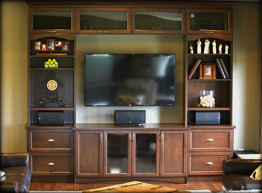 Charmant This Maple Stained Entertainment Unit Features A Balance Of Open Storage,  Glass, And Paneled Fronts That Create A One Of A Kind Showpiece.